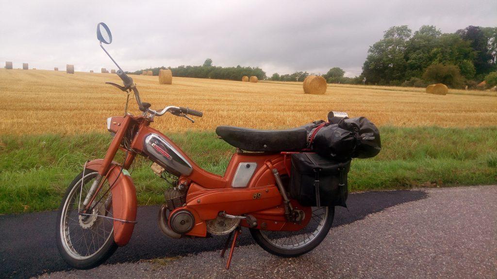 """La mobylette motobécane AV89, dite """" la chaudron """""""