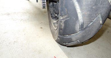 pneu de moto crevé