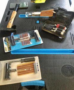 différents kits de réparation d'un pneu moto
