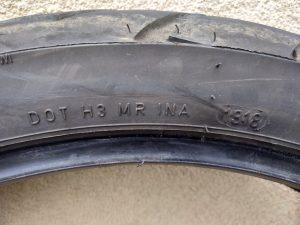 photo montrant la date de fabrication d'un pneu