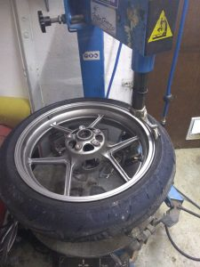 machine à pneu semi automatique