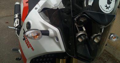 Yamaha ténéré 700 : butée de cache plastique à recoller