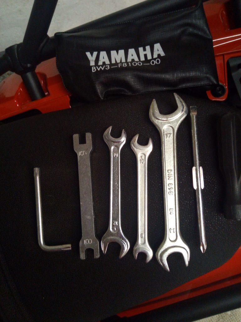 trousse a outil d'origine de la yamaha ténéré 700