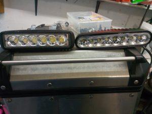deux solutions de phare LED pour tenere 700 faciles à installer.