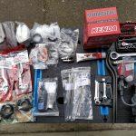 photo des pièces et outils pour mon voyage à moto